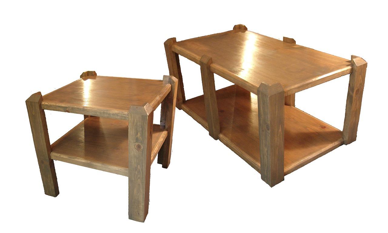 Mit dem Exzenterschleifer werden Oberflächen aus Holz bearbeitet