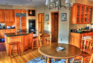 Küche aus Naturholz
